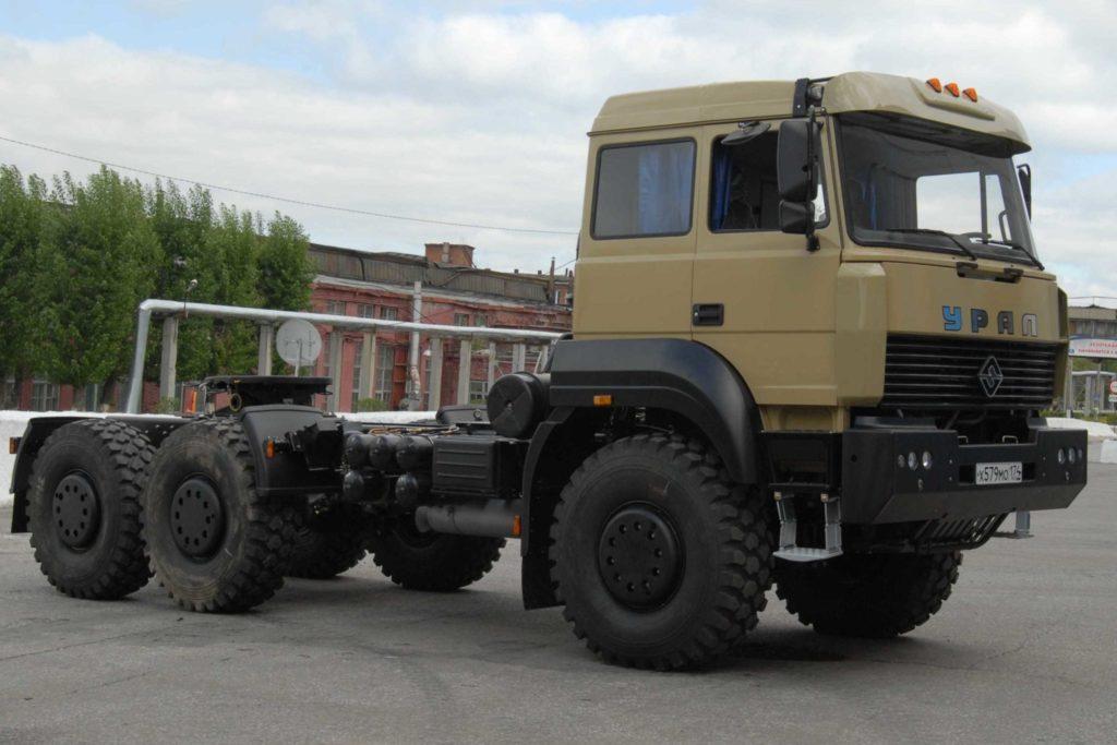 Урал-63704 тягач седельный